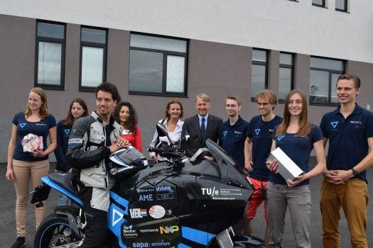 София посрещна първия в света електрически туристически мотор